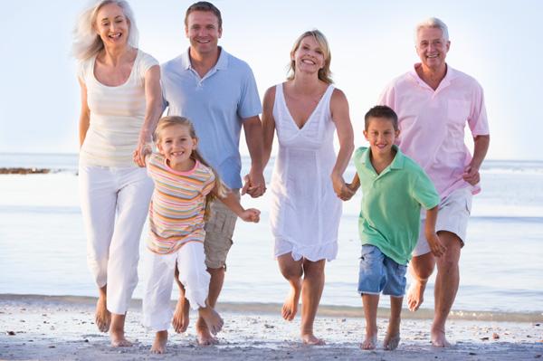 Extended-family-on-beach-jpg